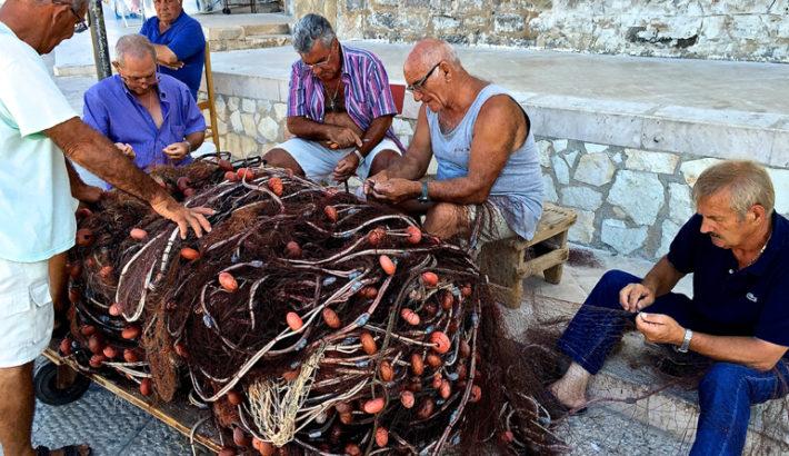 Pescatori a lezione di inglese nelle Egadi per migliorare l'accoglienza